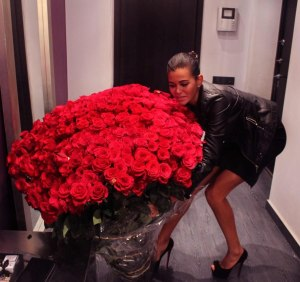 red-flowers-bouquet-tumblr-22-awesome-big-rose-bouquets--photos